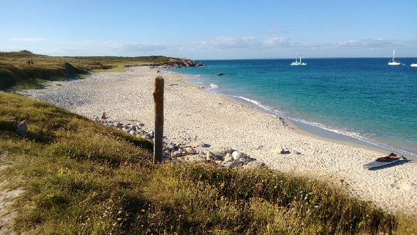 Une plage à Hoëdic, Morbihan...